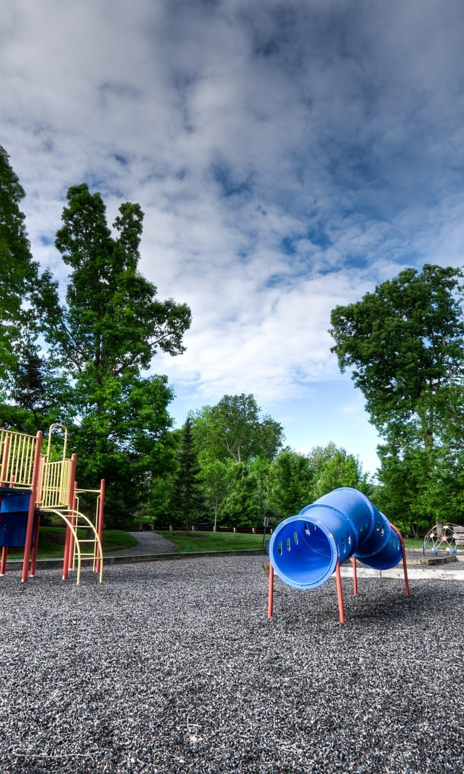 playground-923068_1920